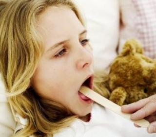 Как вылечить горло в домашних условиях