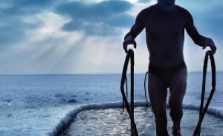 Перед купанием в ледяной воде разогрейте мышцы